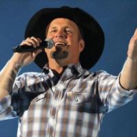 Garth Brook announces he will tour again